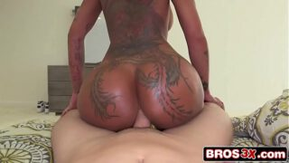 Amazing Bella Bellz Twerking With Big Cock Up Her Tight Asshole