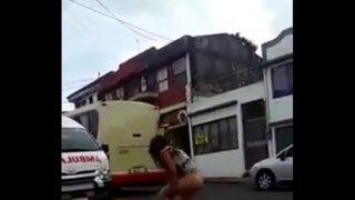 Se desnudan en la calle drogada Costa rrica